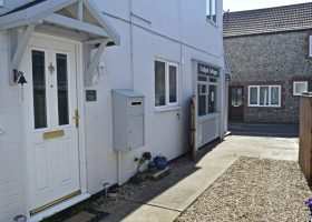Old Bakery Mews - Dog Friendly Holiday Cottage, Sheringham